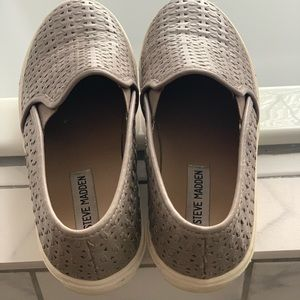 Steve Madden grey laced tennis shoes